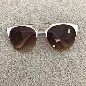White & gold big lens sunglasses